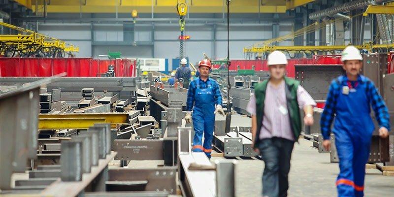 pracownicy i kontrukcje stalowe
